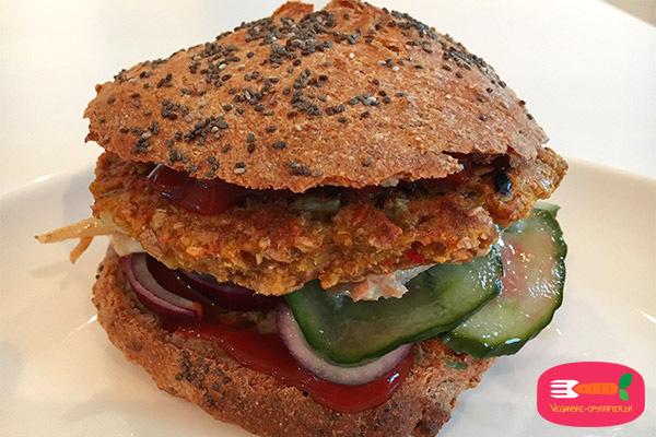 vegansk burger med kikærter - vegansk burgerbøf