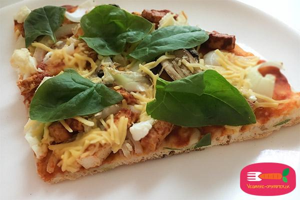 opskrift på vegansk pizza på pizzasten i grill