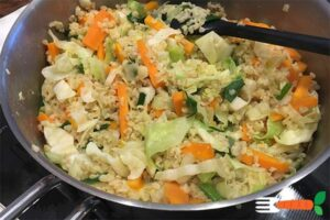 Lun Bulgur salat med spidskål og gulerod vegansk aftensmad