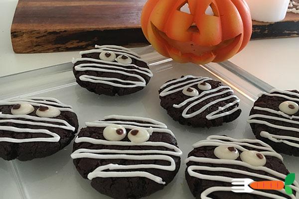 veganske halloweenkager - mumiecookies med øjne