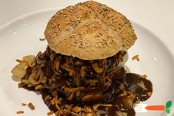 vegansk-bøfsandwich-opskriftmed bløde løg
